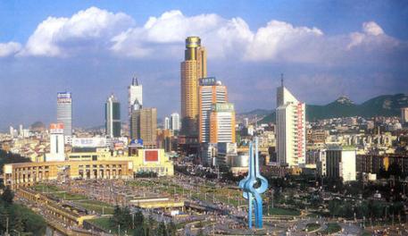 济南市教育系统干部师生热议政府工作报告