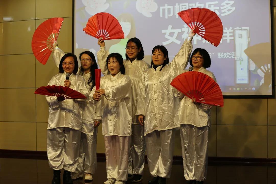 诗朗诵、舞蹈、武术表演……济南市舜玉小学老师多形式迎接妇女节到来