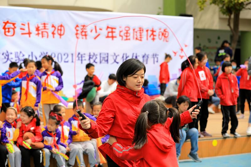 """""""万里长征""""""""烽火传递"""" ……山东省实验小学文化体育节丰富多彩"""
