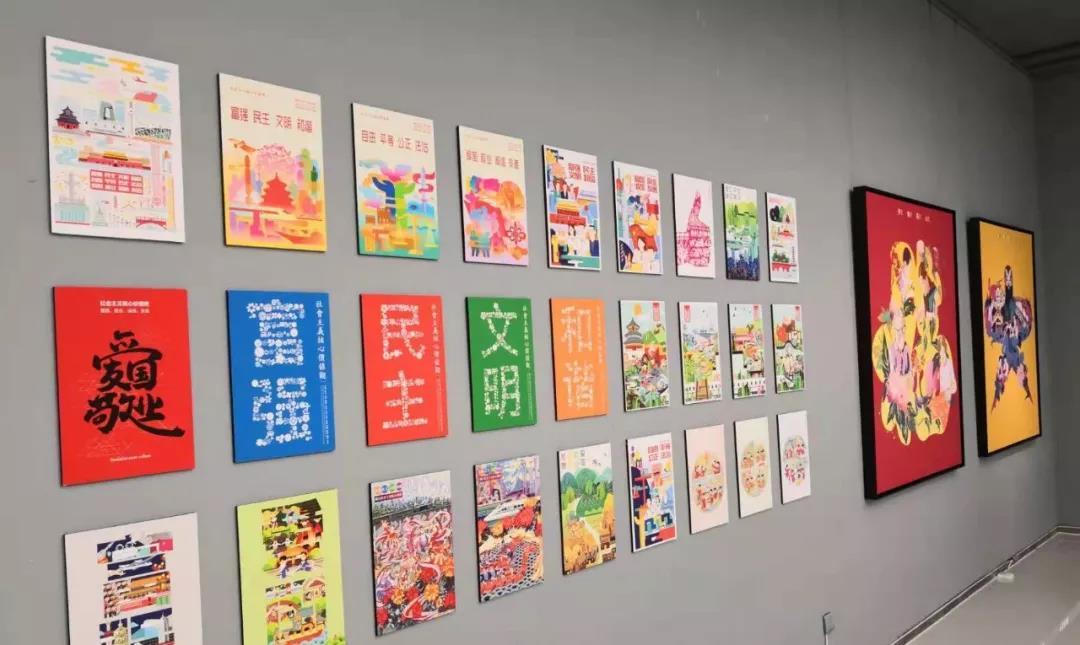 """""""为人民而设计——山东工艺美术学院艺术与设计作品展现场"""