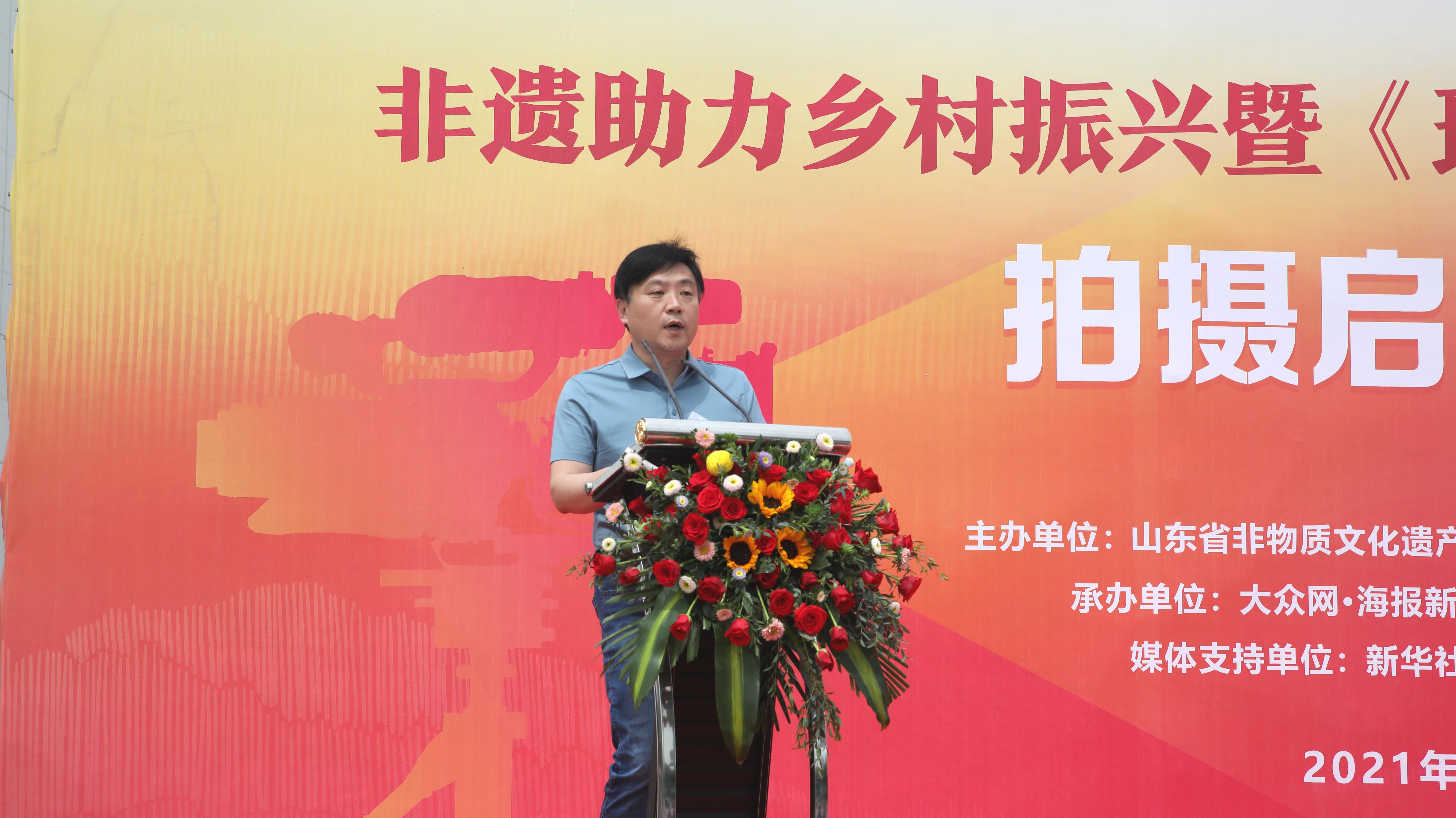 中國魯錦博物館館長路為民進行展館推介