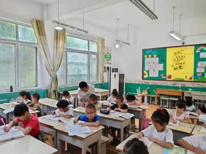 东平县接山镇中心小学有序开展暑期托管服务工作