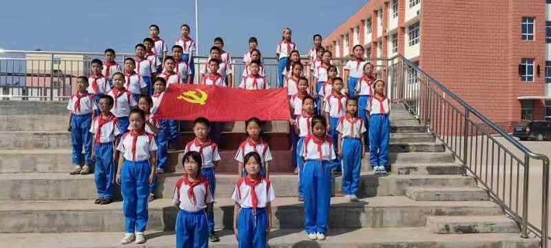东平县接山镇中心小学开展红色经典诗词诵读快闪集中展示活动