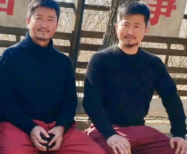 明星与替身合影,说是双胞胎一点不为过