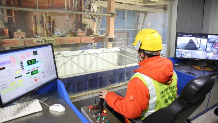 日照港裕廊公司在2月份连续创下14项生产纪录