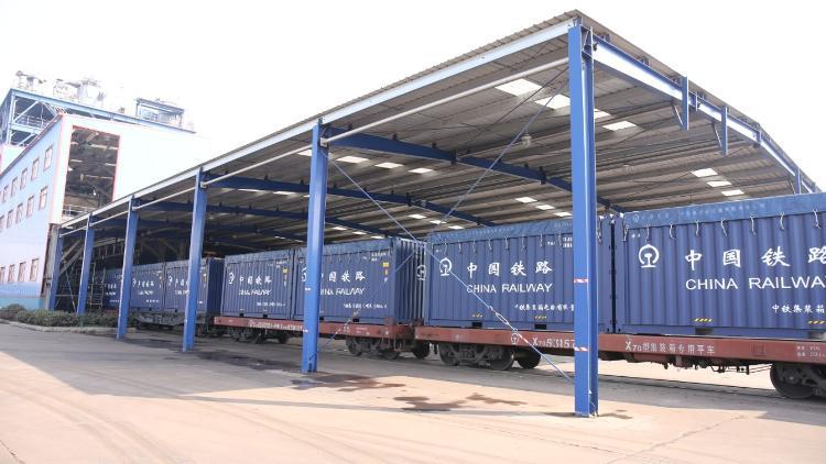 火车疏港实行全天候24小时高效装车