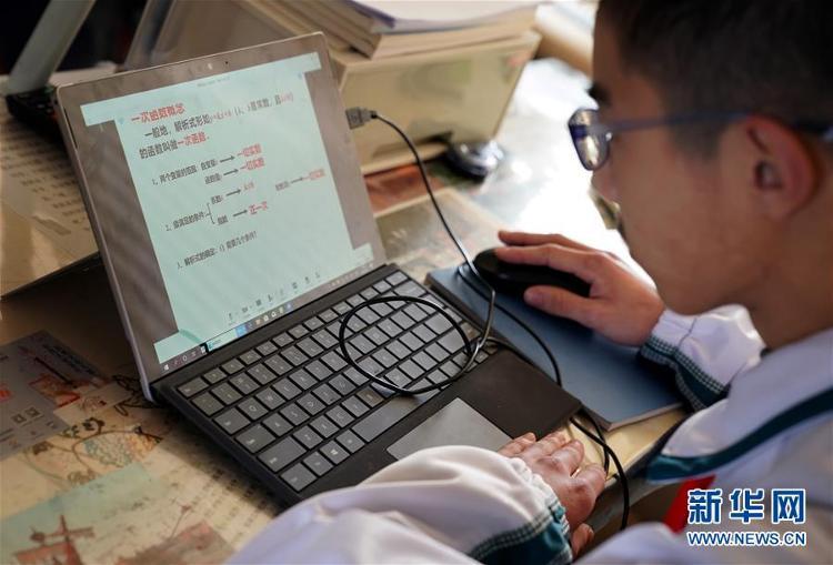 上海︰中小學生在線教育(yu)正(zheng)式開課(ke)