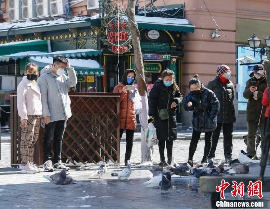 哈尔滨中央大街人潮渐归