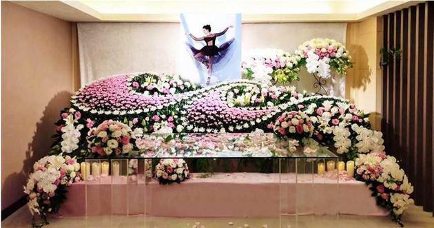 据透露,辛龙为刘真的手术攒下了所有的钱,吴宗宪和其他人帮助照顾他的女儿。