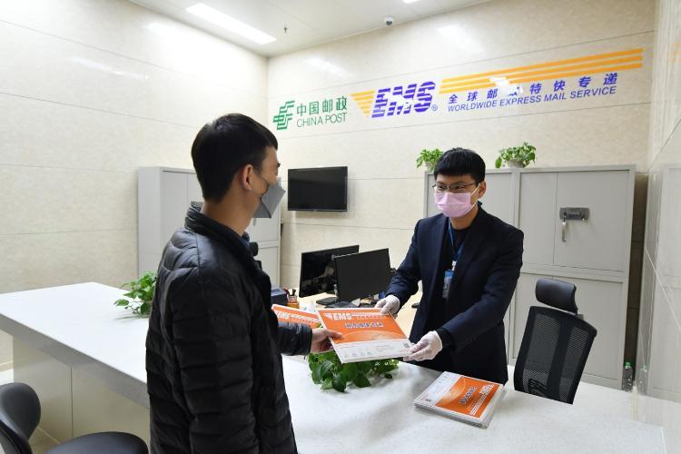 """【大众网·海报新闻】春节以来累计收寄邮件380万余件,滨州邮政打好""""三张牌"""""""