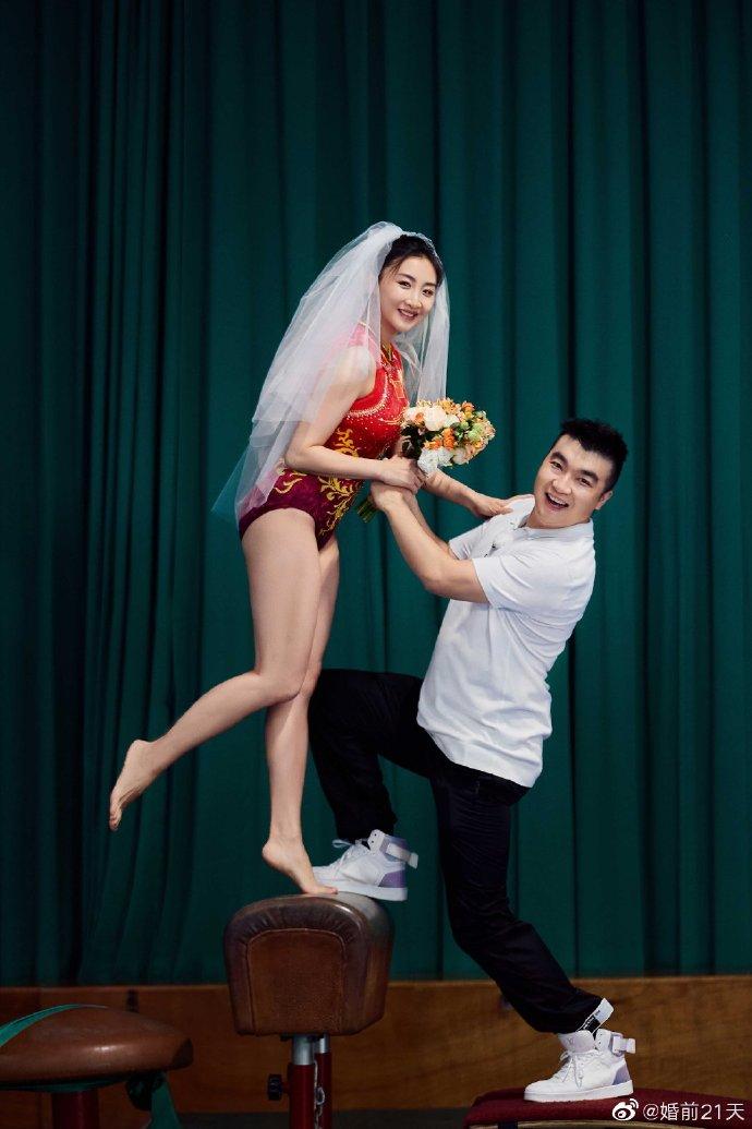 梁超何雯娜拍奥运主题婚纱照对视超甜蜜