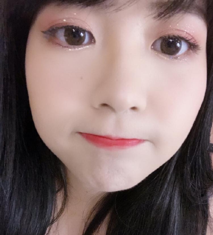 """赖美云晒自拍秀""""果汁妆容""""表情软萌可爱"""