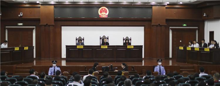 """上海市人社局局长坐上""""被告席"""",近百名领导干部围观,什么情况?"""