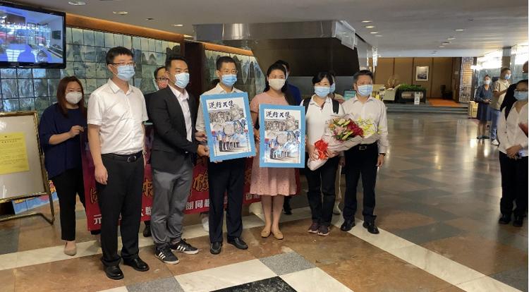 164人内地核酸检测支援队抵港|164人内地核酸检测支援队抵港 香港市民热烈欢迎