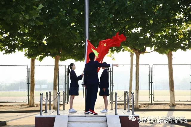 知秋九月 感念师恩 ——山东师大附中举行教师节主题升旗仪式