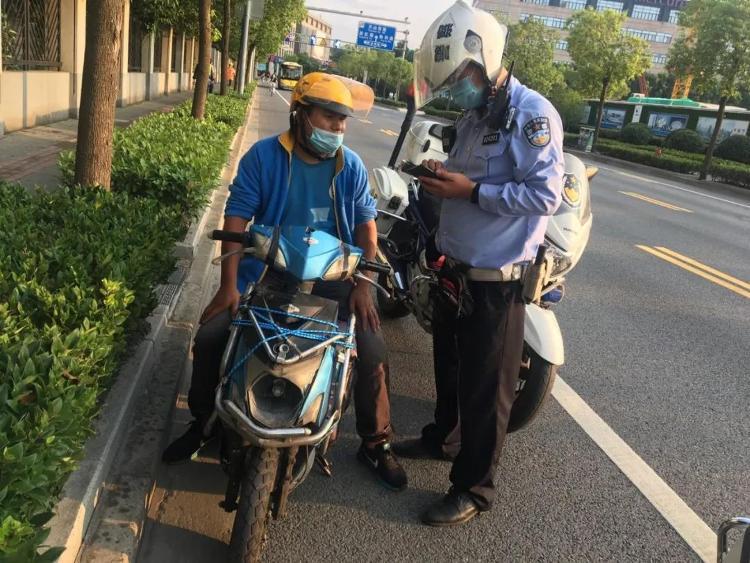 上海公安严查严管快递外卖骑手交通违法 今年已查处4.3万起