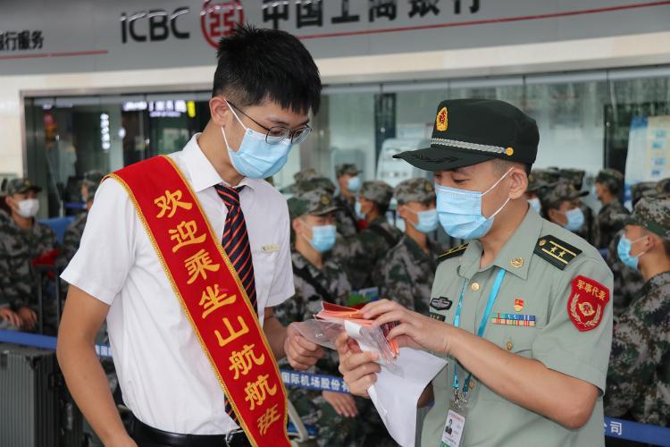 大众报业·海报新闻 山东航空圆满完成2020年新兵运输任务
