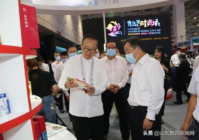 山工艺创意时尚展演亮相首届中国国际文化旅游博览会