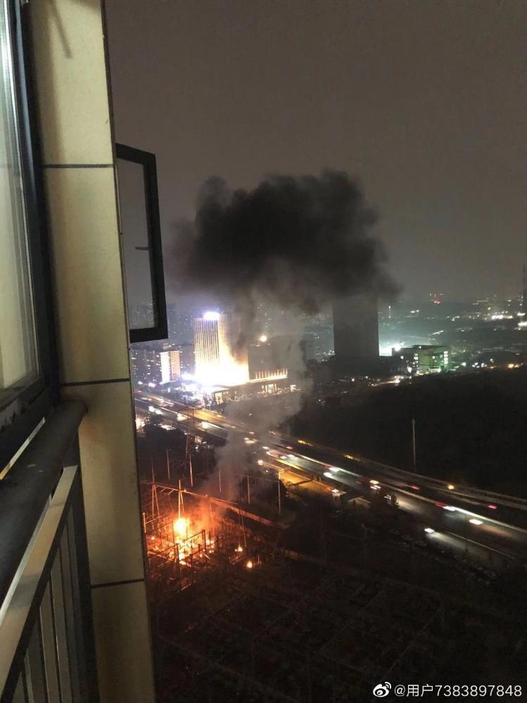 武汉光谷一变电站爆炸 目击者:窗外一阵闪光后火光冲天