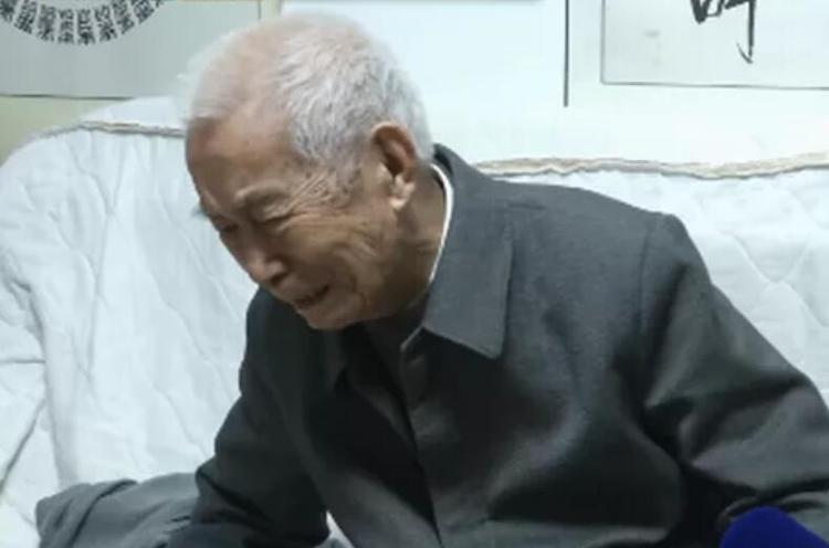99岁老人落泪背后折射出亲子关系的失衡状态