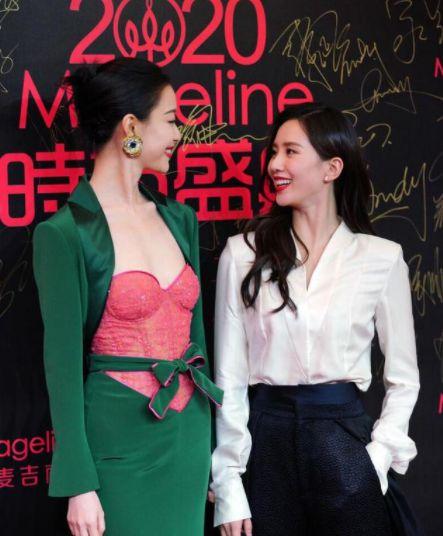 刘诗诗倪妮走红毯拥抱牵手装接吻 被吐槽:太刻意