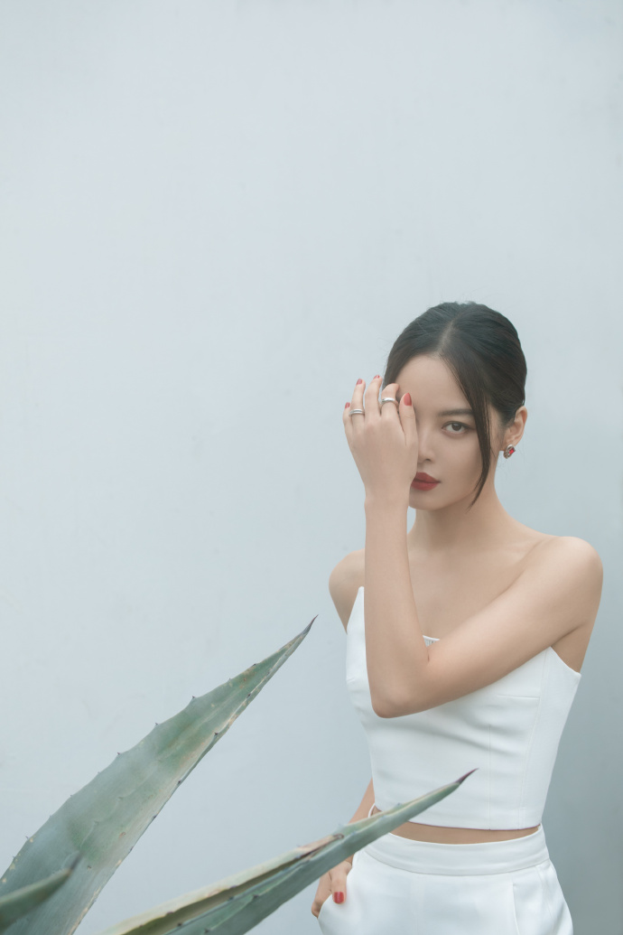 新地雷纯白色胸罩暴露简约干练优雅的氛围