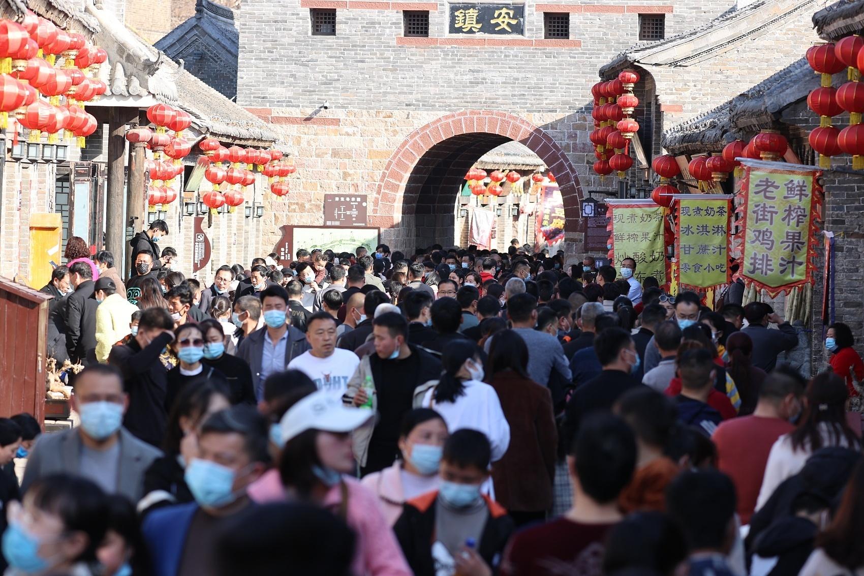 2021年2月14日,春节期间,河南省许昌市禹州市(县级市)神��古镇景区。