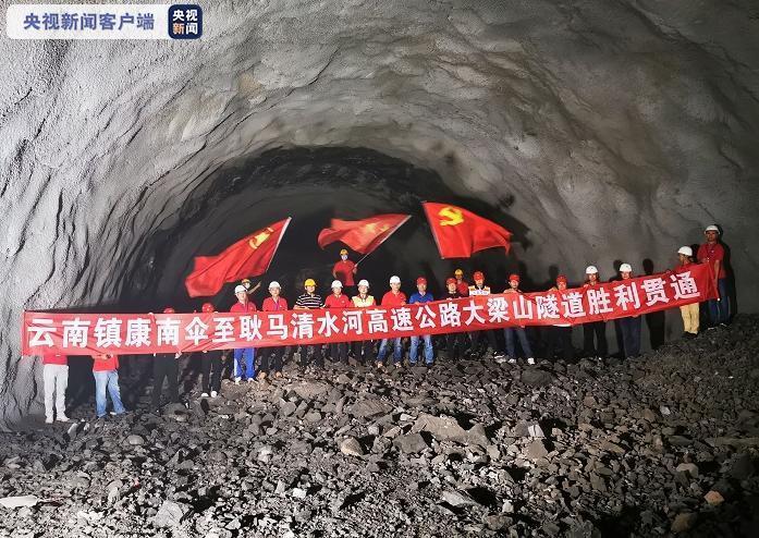 5.5公里!云南镇清高速公路最长隧道顺利贯通