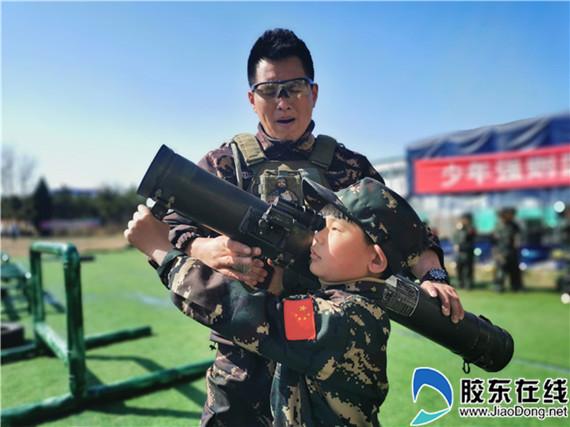 """烟台航天小学开展""""致敬英雄""""军旅体验活动"""