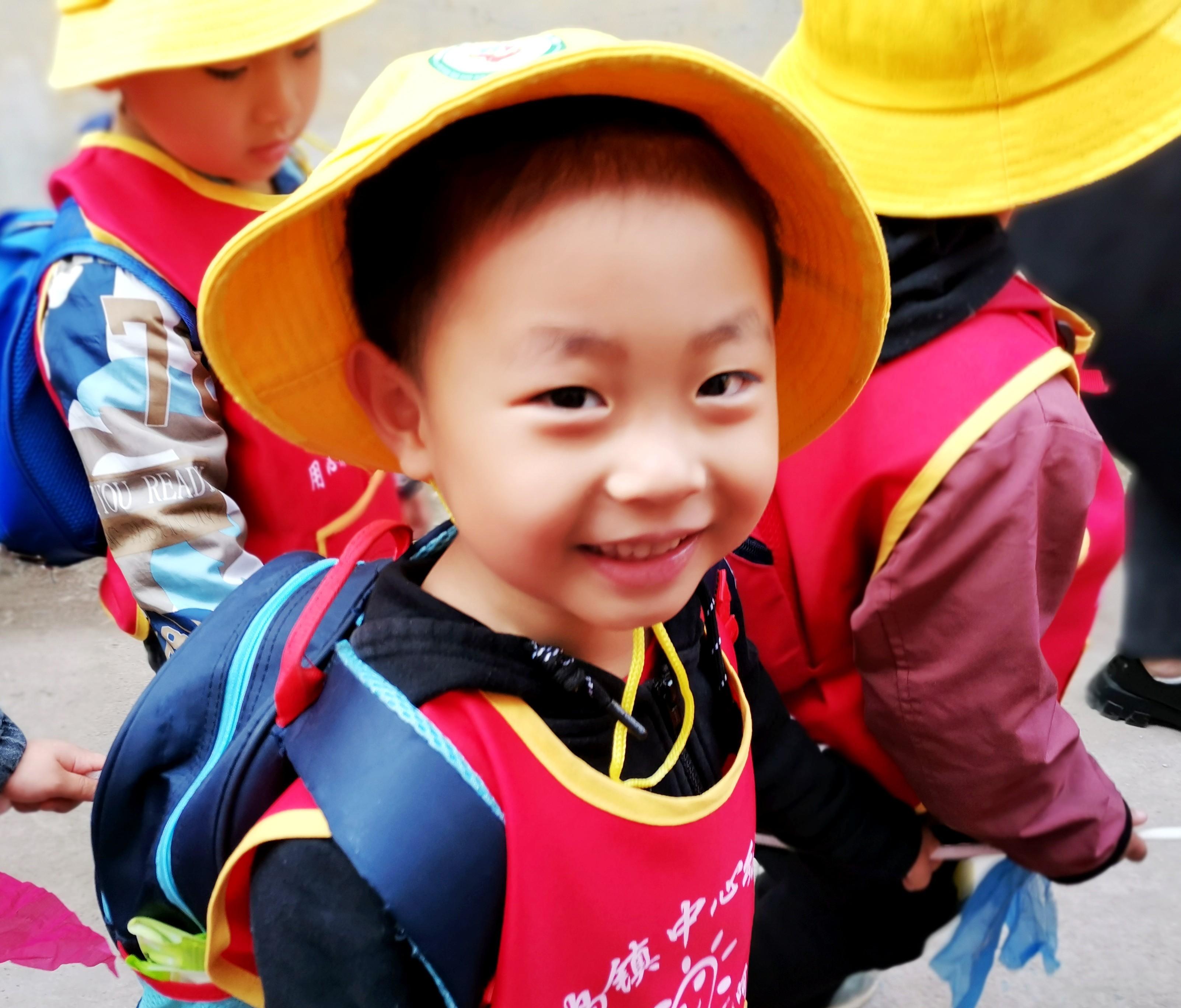 """山东省枣庄市薛城区邹坞镇中心幼儿园:带孩子们走进""""春天里"""""""