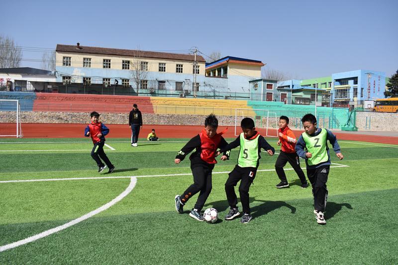 山东省临沂市蒙阴县岱崮镇:创办足球特色学校 让山区孩子体验运动乐趣