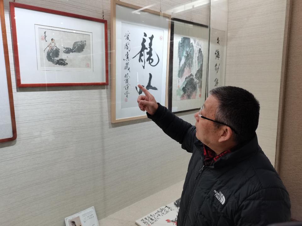 """泰安东平""""山东捐赠文物第一人""""姜爱国470余件文物""""送""""给国家"""