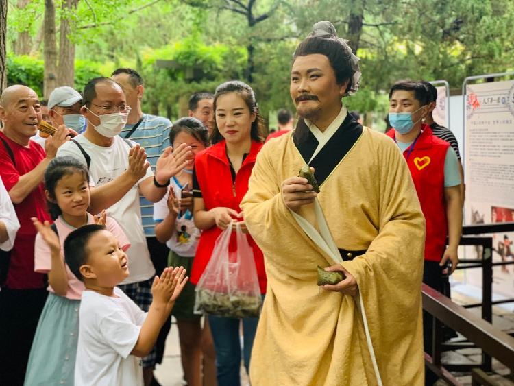 天下第一泉景区:听柳子戏、包粽子,过多彩端午