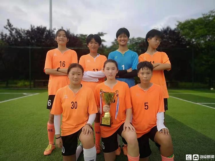 郯城育才中学女子足球队在临沂市 2021 年全国青少年校园足球特色