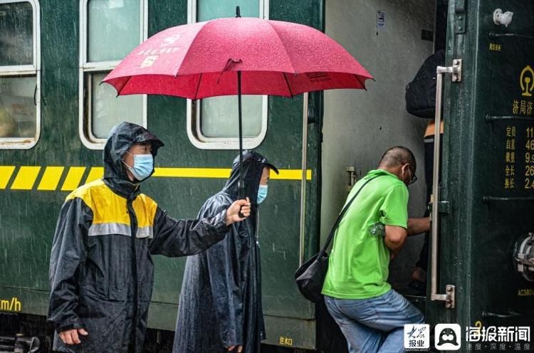 """""""烟花""""来袭临沂铁路人在岗在线,确保铁路运输安全"""