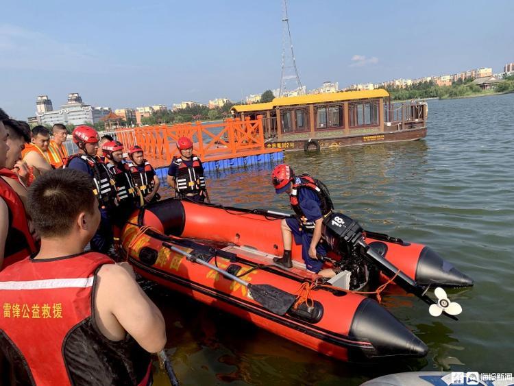 在德州,市消防救援支队精心挑选50人成立抗洪抢险救援突击队