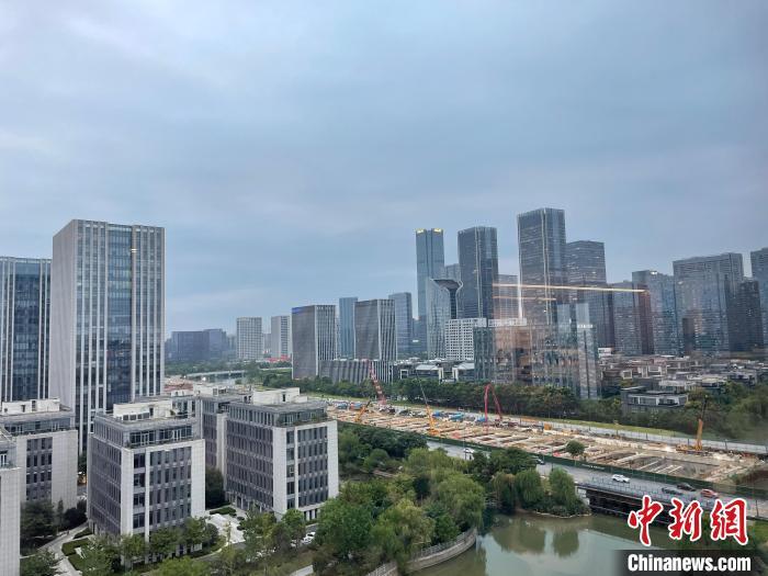 社会新闻及评论_浙江多地暴雨不停 58个州里街道24小时雨量超50毫米