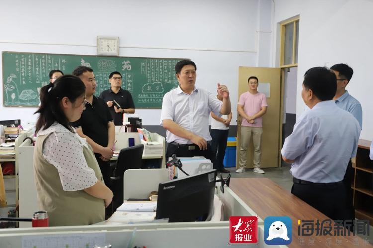 临沂河东区领导到偏远校区走访慰问一线教师