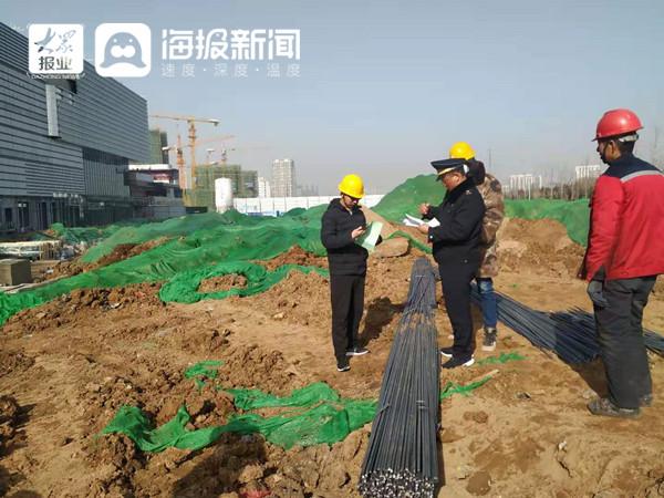 临沂城管北城二大队督导大气污染防治 严查工地扬尘污染