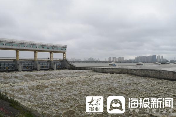 临沂小埠东橡胶坝:目前最大洪峰流量不超4000m3/s, 远低于去年
