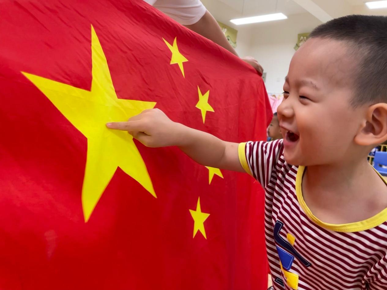 """东营经济技术开发区阳光幼儿园开展""""小小童心向祖国""""迎国庆主题活动"""