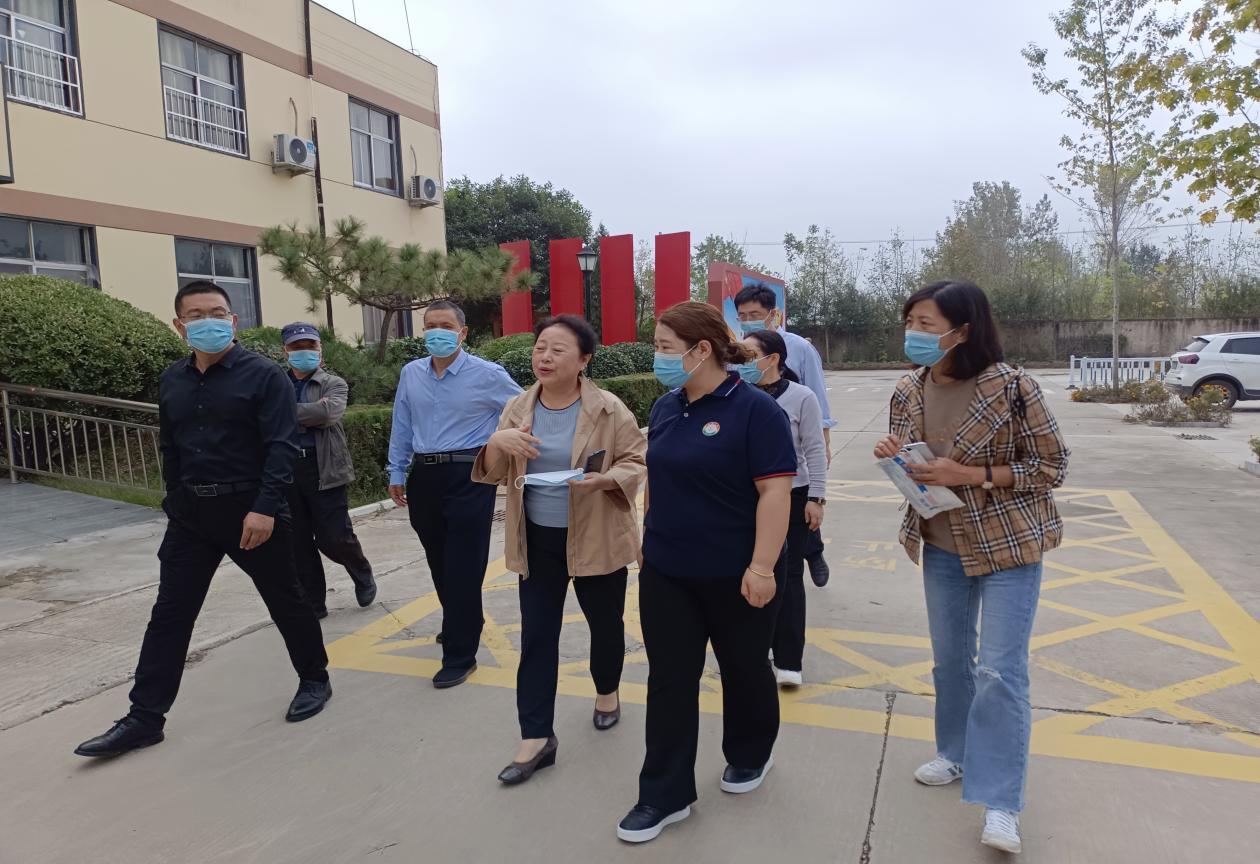 兰山区民政局重阳节前夕到凯旋半程护理院看望特困老人